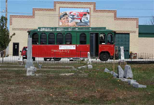 The trolley leaves the historical figures of Cuba in repose--until next year.
