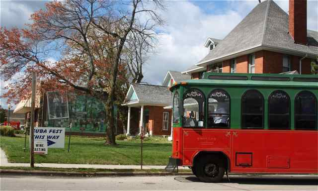 The heated trolley helped tourers stay warm during the brisk fall weather.