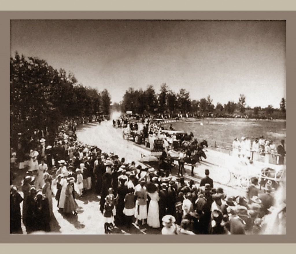 This 1912 fair photoshows an area where the popular horse racing event might have occurred.