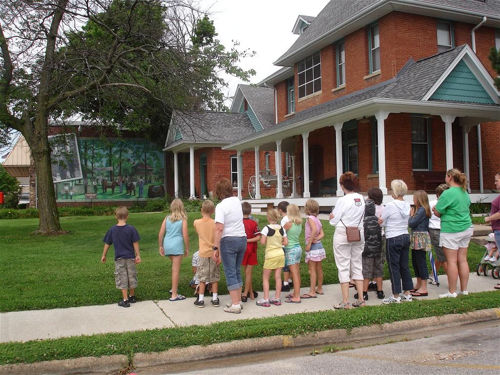 Cuba MO kids tour Truman mural