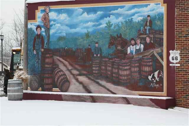 Aplle mural Cuba, Missouri