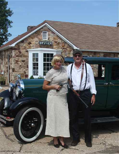 Bonnie and Clyde look-alikes Wagon Wheel Motel Cuba Missouri