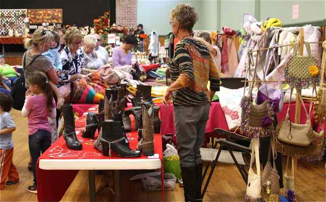 Crafters and artists at Cuba Fest