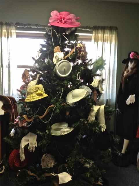 Hats & Gloves Tree Cuba  Mo History Musuem 2011