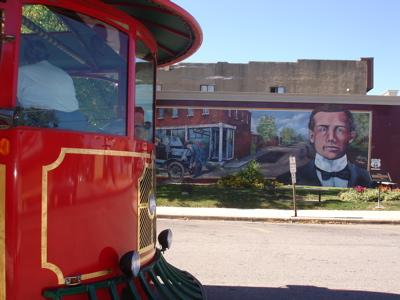 AJ:Model T Mural & Trolley Cuba Mo