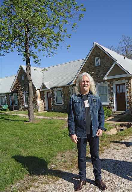Billy Connolly at the Wagon Wheel Motel Cuba, Missouri