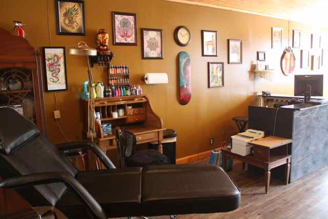 Vintage Tattoo Shop Interior Pictures to Pin on Pinterest - TattoosKid