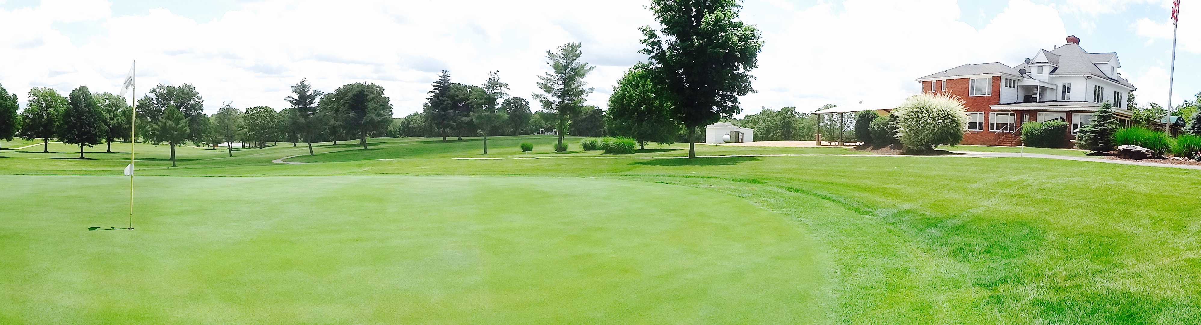 The Cuba Lakes Golf Course provided a setting for dining and recreation.